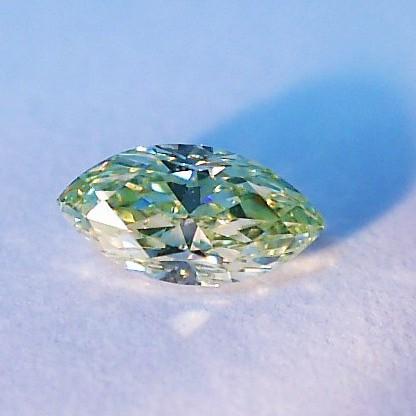 ファンシーライト イエローグリーンダイヤモンド